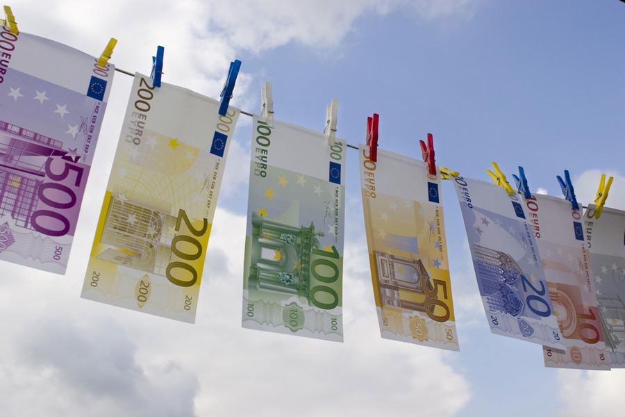 Eliminare totalmente il contante e passare alla moneta elettronica. Ecco 15 buoni motivi.