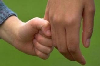 Pedofilia: domenica 6 aprile obbligatorio il certificato penale per i lavoratori a contatto con i minori.